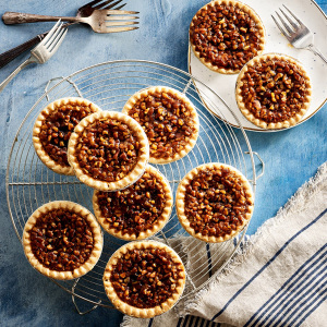 Mini Pecan Pies - (8) Mini Pecan Pies (Four Chocolate/Four Old-Fashioned)