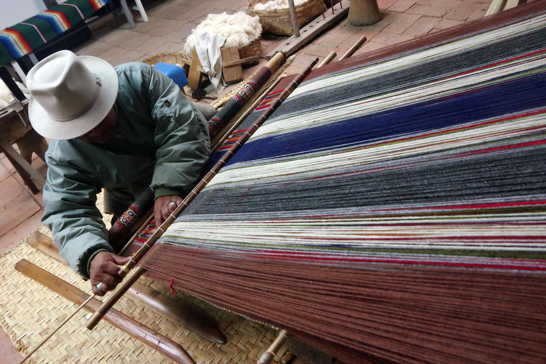 Tahuantinsuyo weaving workshop near Otavalo