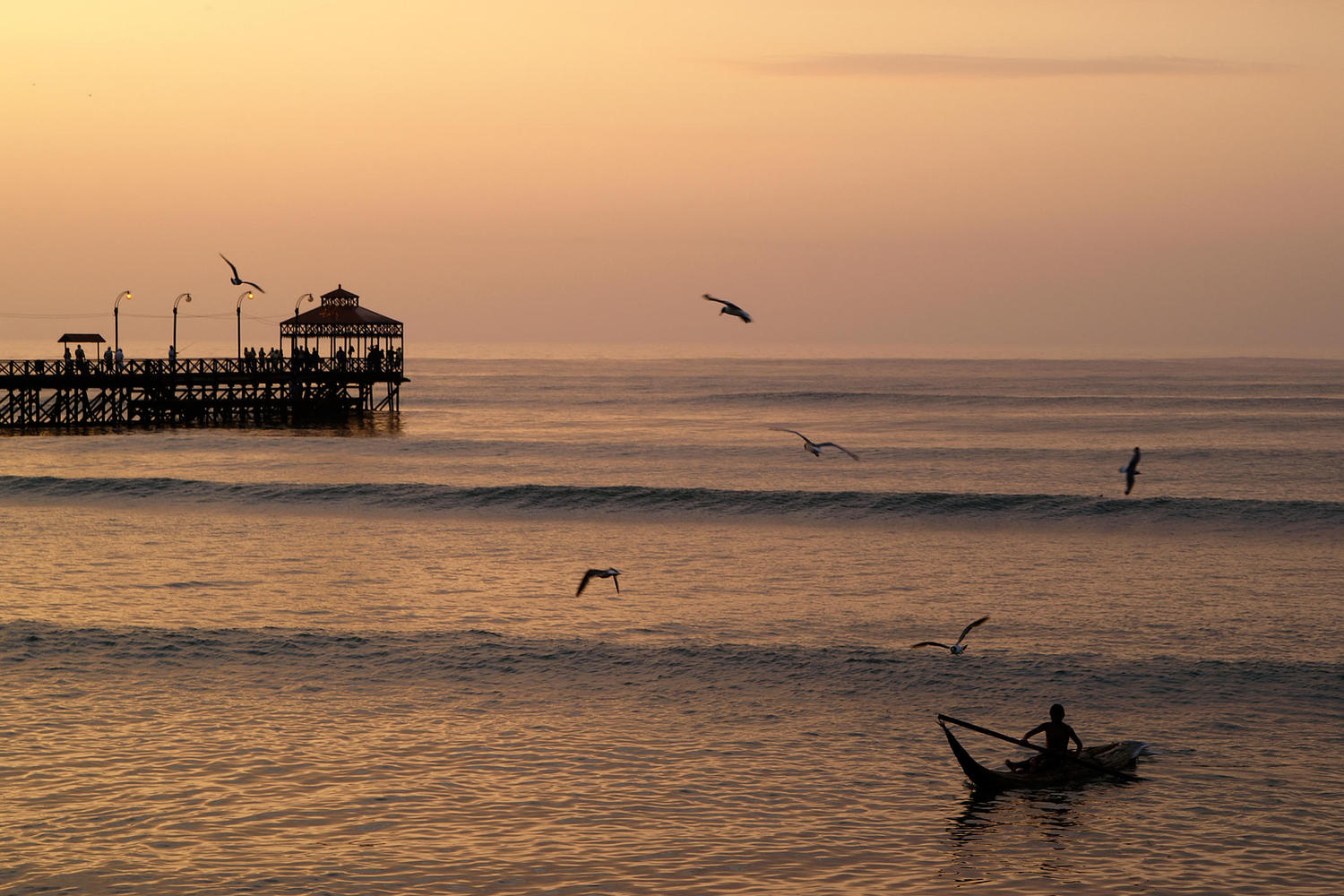 Fisherman returning at sunset to Hunachaco beach