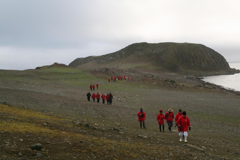 Walking across the South Shetland Islands