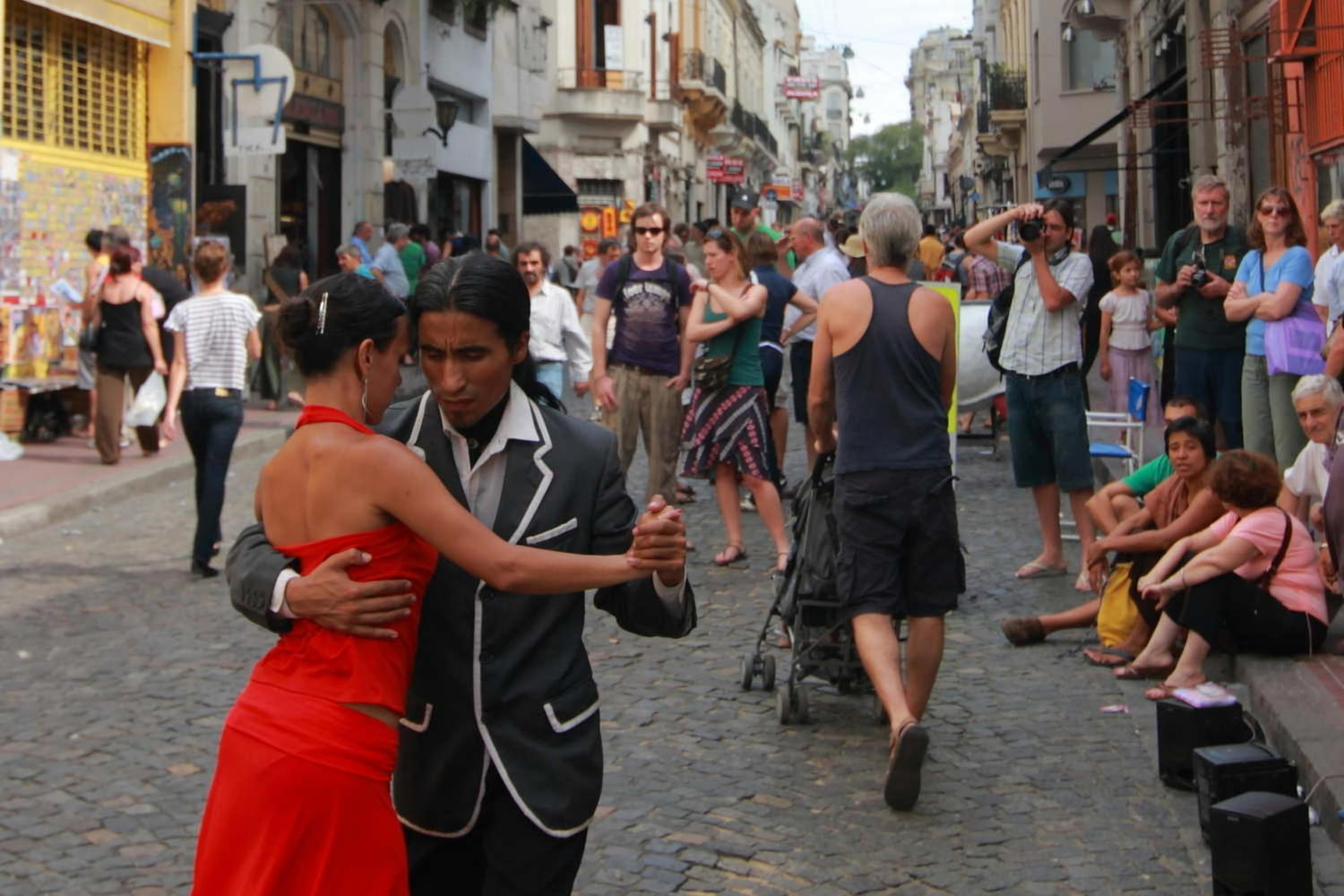A pair of tango dancers performing in San Telmo