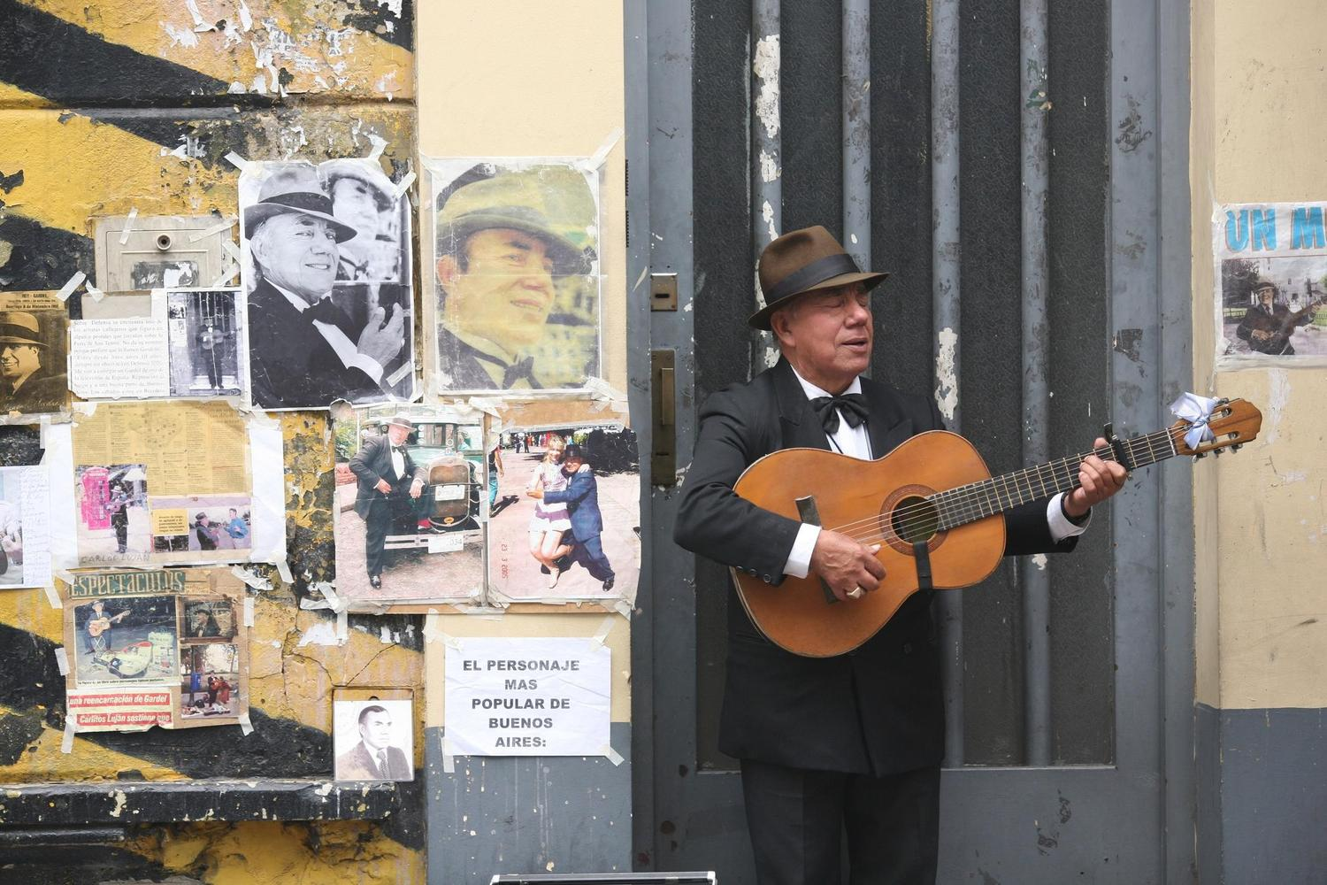 Crooning on the streets of Buenos Aires