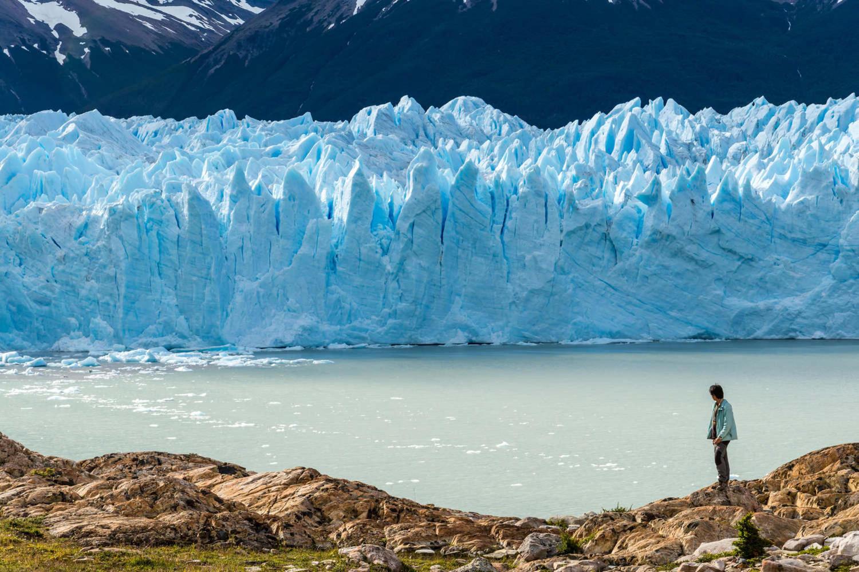 Traveler admiring Perito Moreno glacier