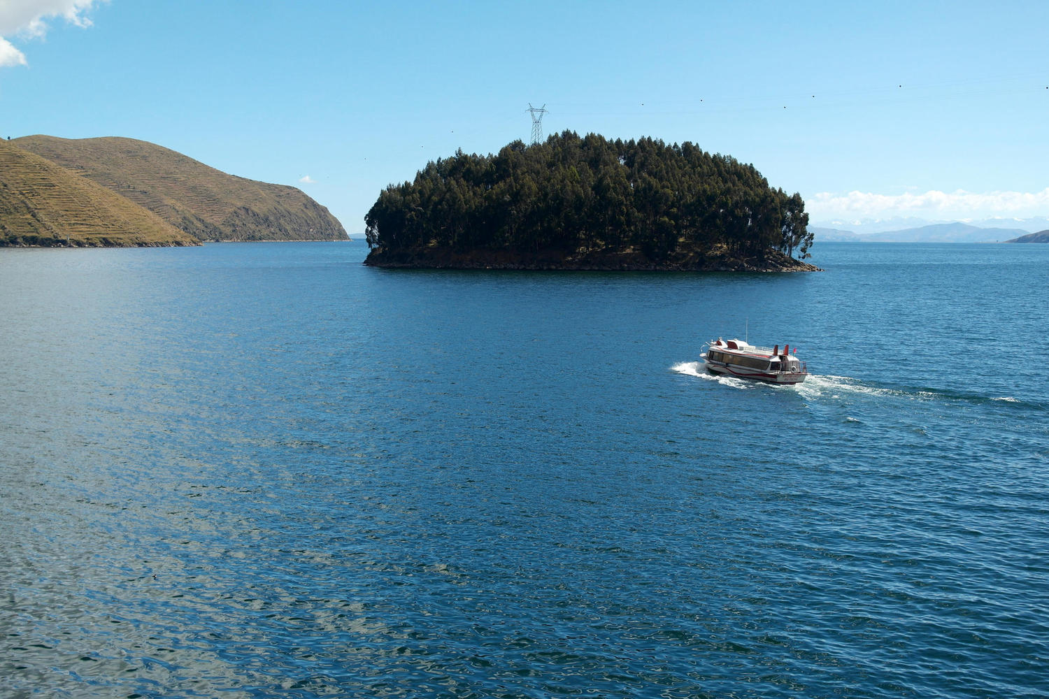 Crossing Lake Titicaca by boat from Bolivia