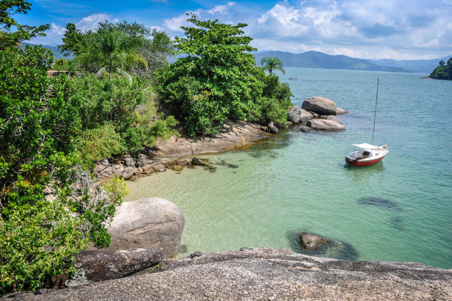 Sailing Paraty's area on a perfect sunny day