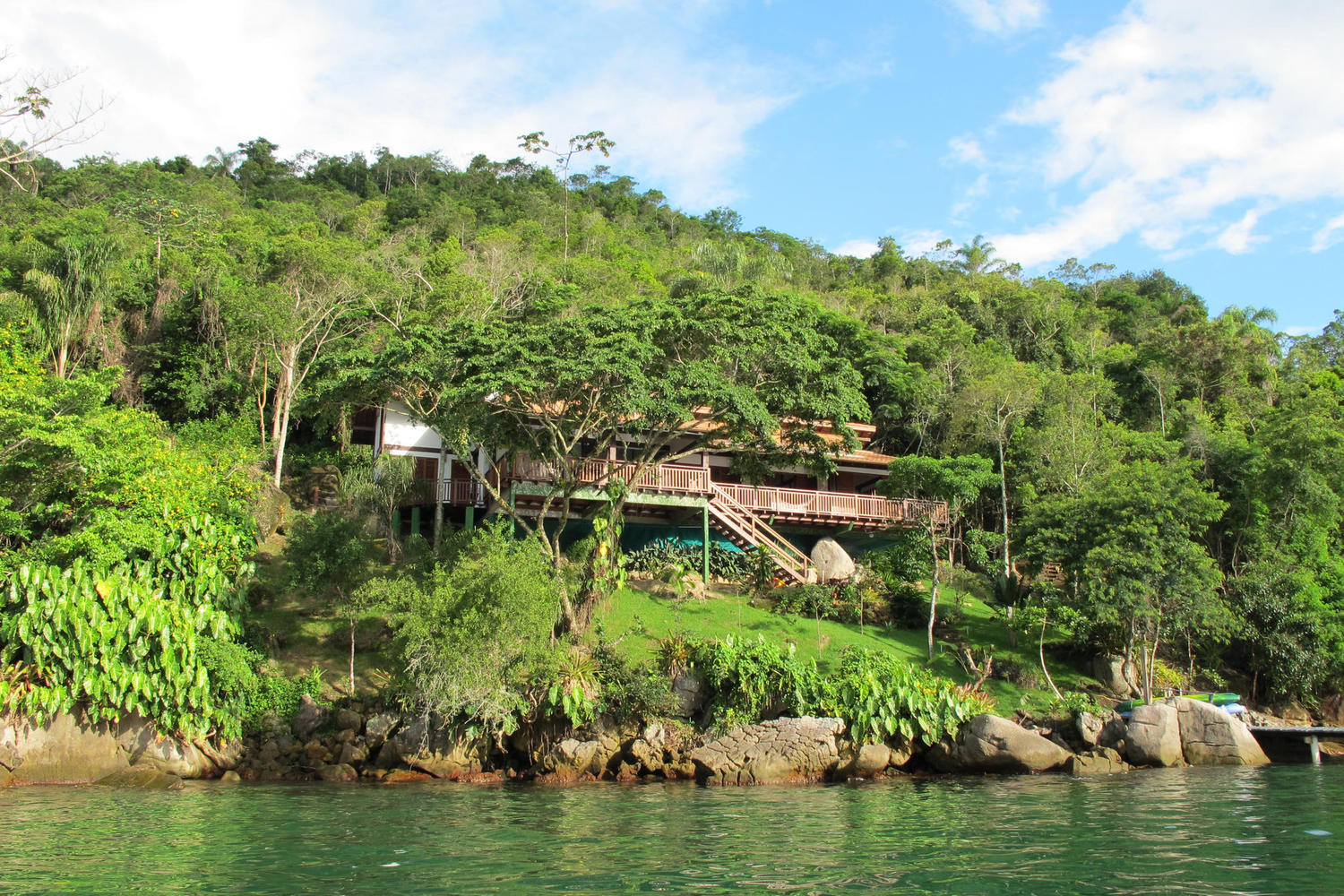 The beautiful setting of Casa Cairucu, Paraty