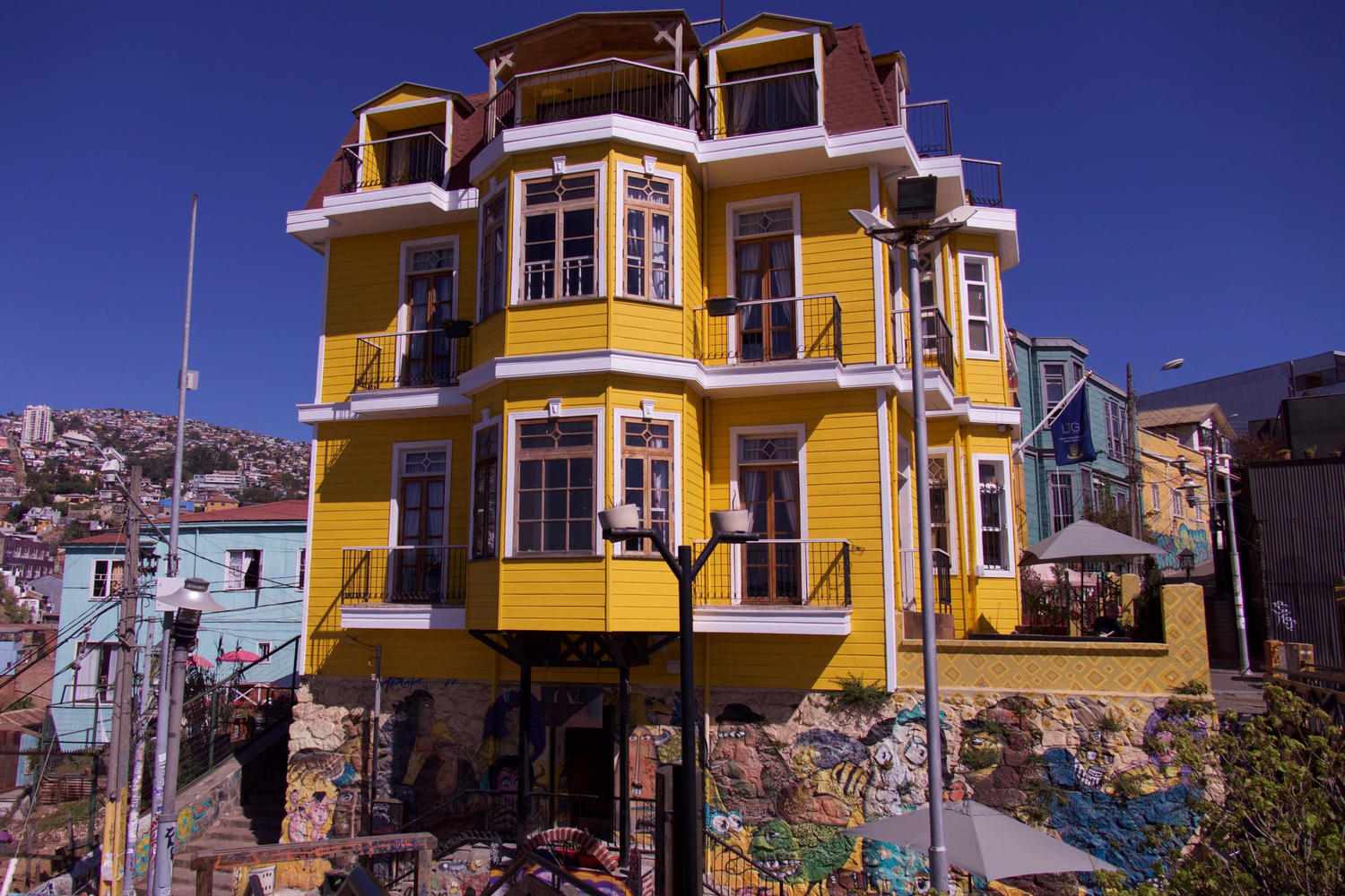 Colourful houses and street art in Valparaiso
