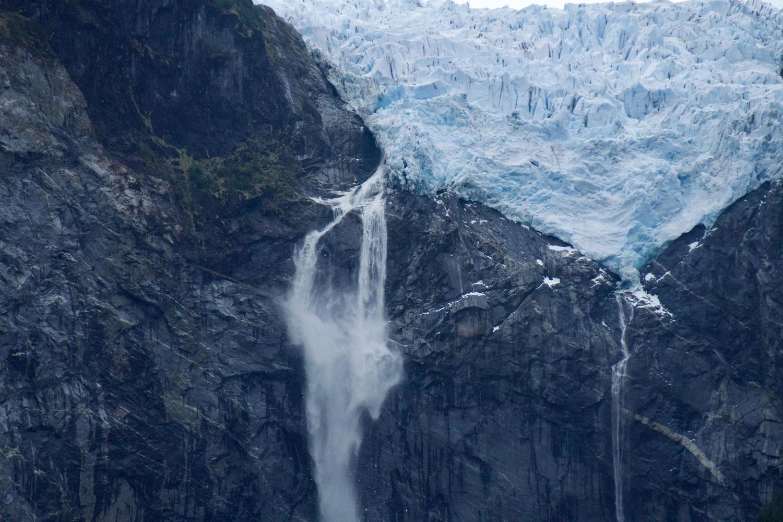 Queulat's hanging glacier