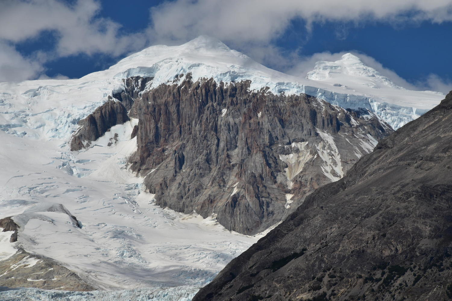 Glorious view of the snow-bound San Lorenzo glacier
