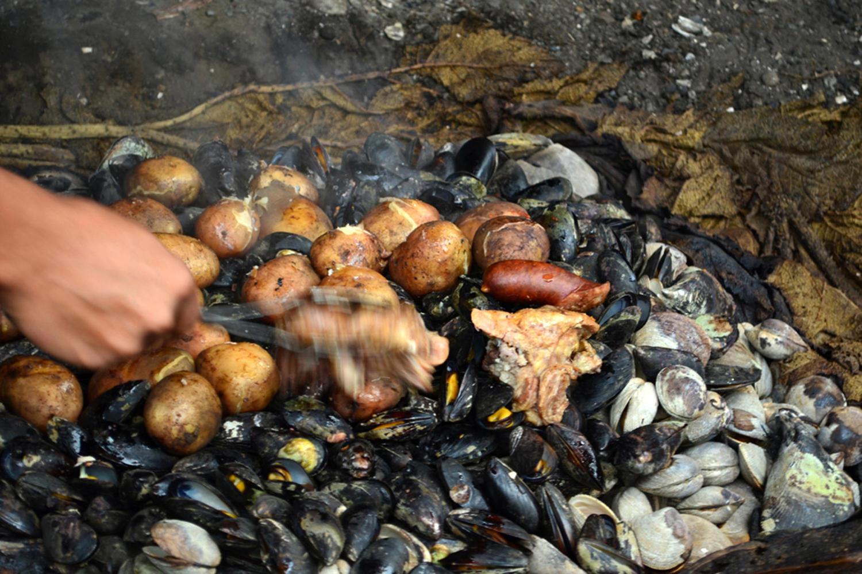 Curanto en hoya Chiloe