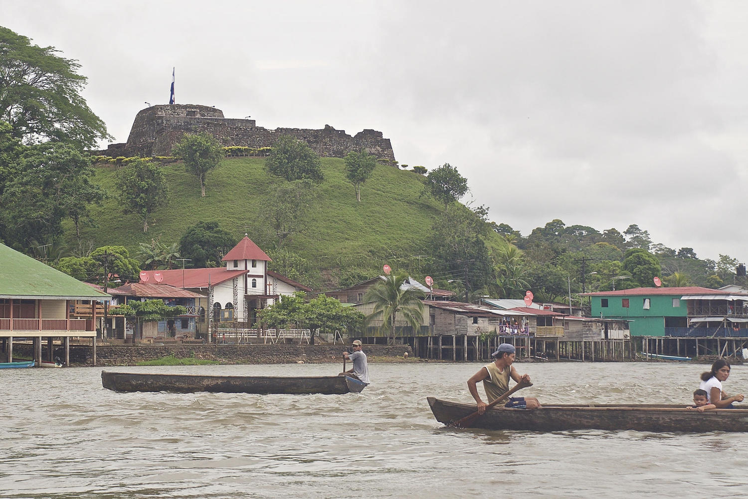 El Castillo fort with river traffic below