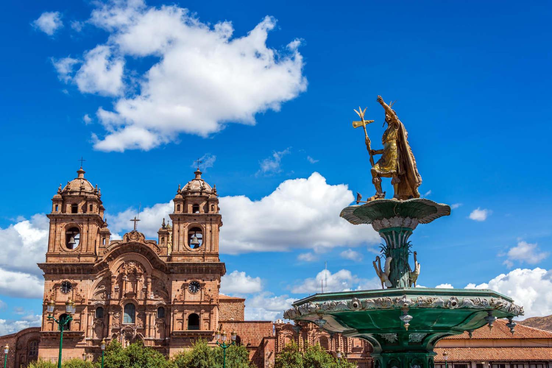 peru-cusco-church-and-incan-fountain-in-the-plaza-de-armas