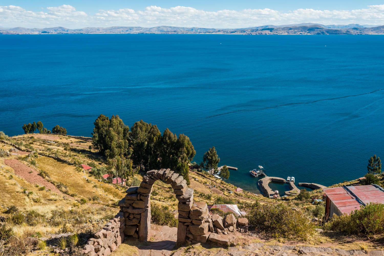 peru-lake-titicaca-titicaca-lake-from-taquile-island-in-the-peruvian-andes-at-puno