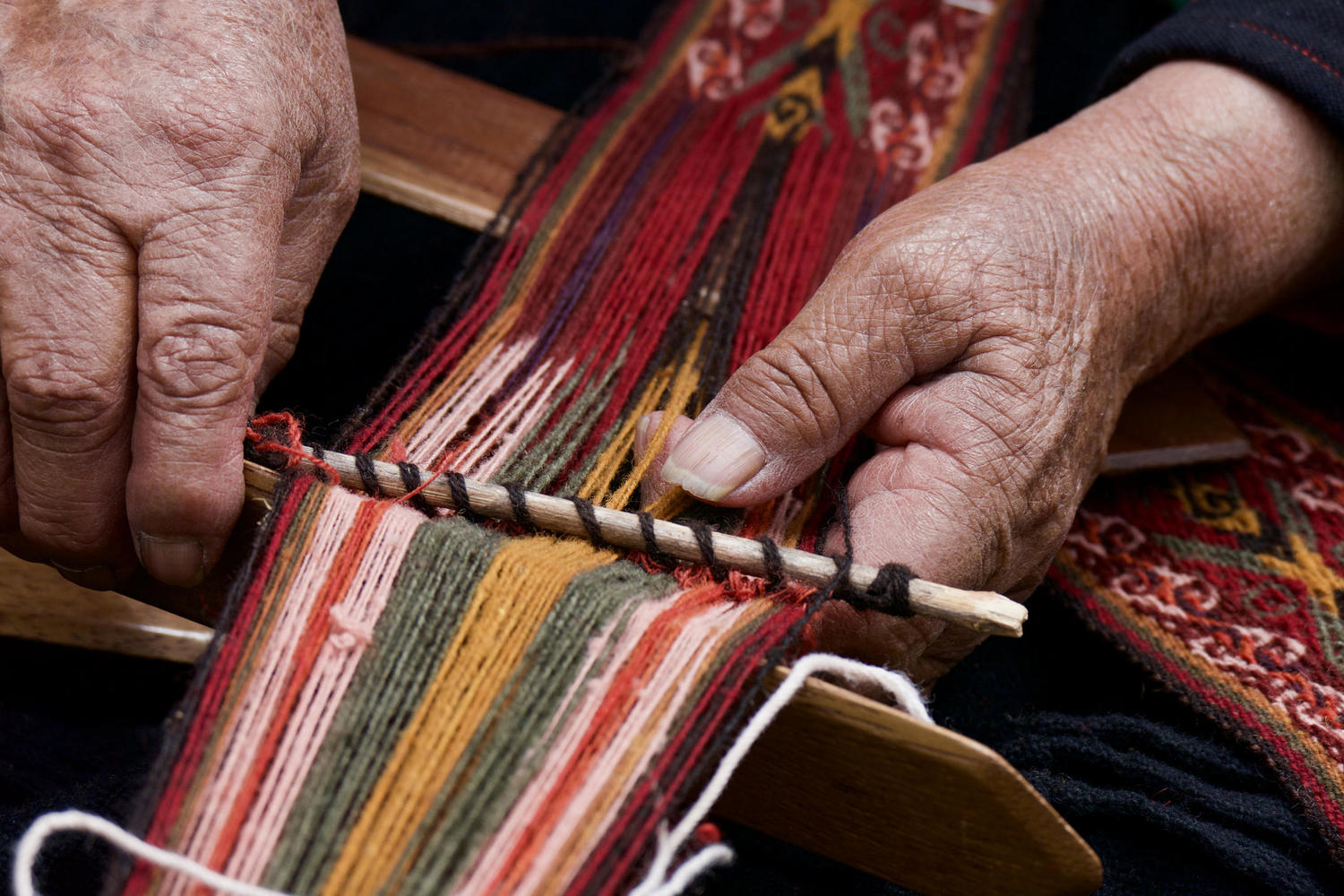 Skillful hands of a Chinchero weaver