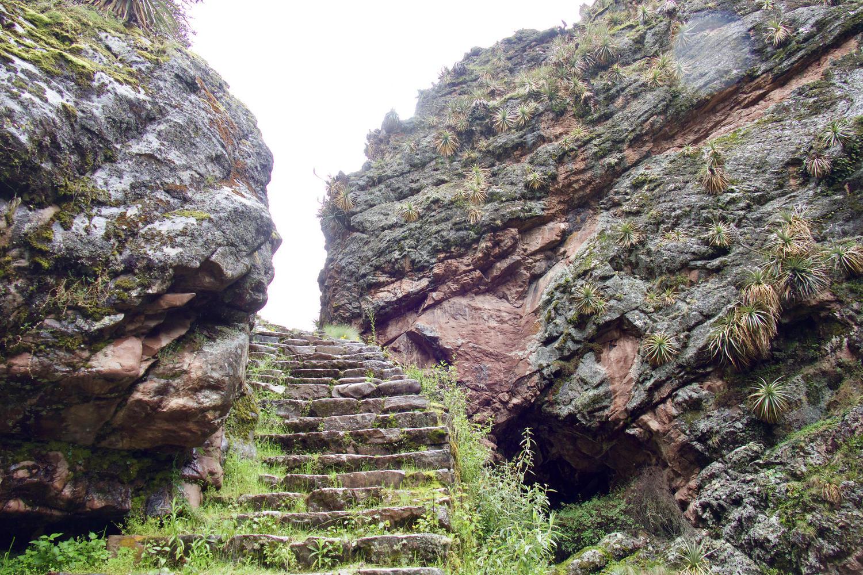 Inca steps in the canyon near Huchuy Qosqo