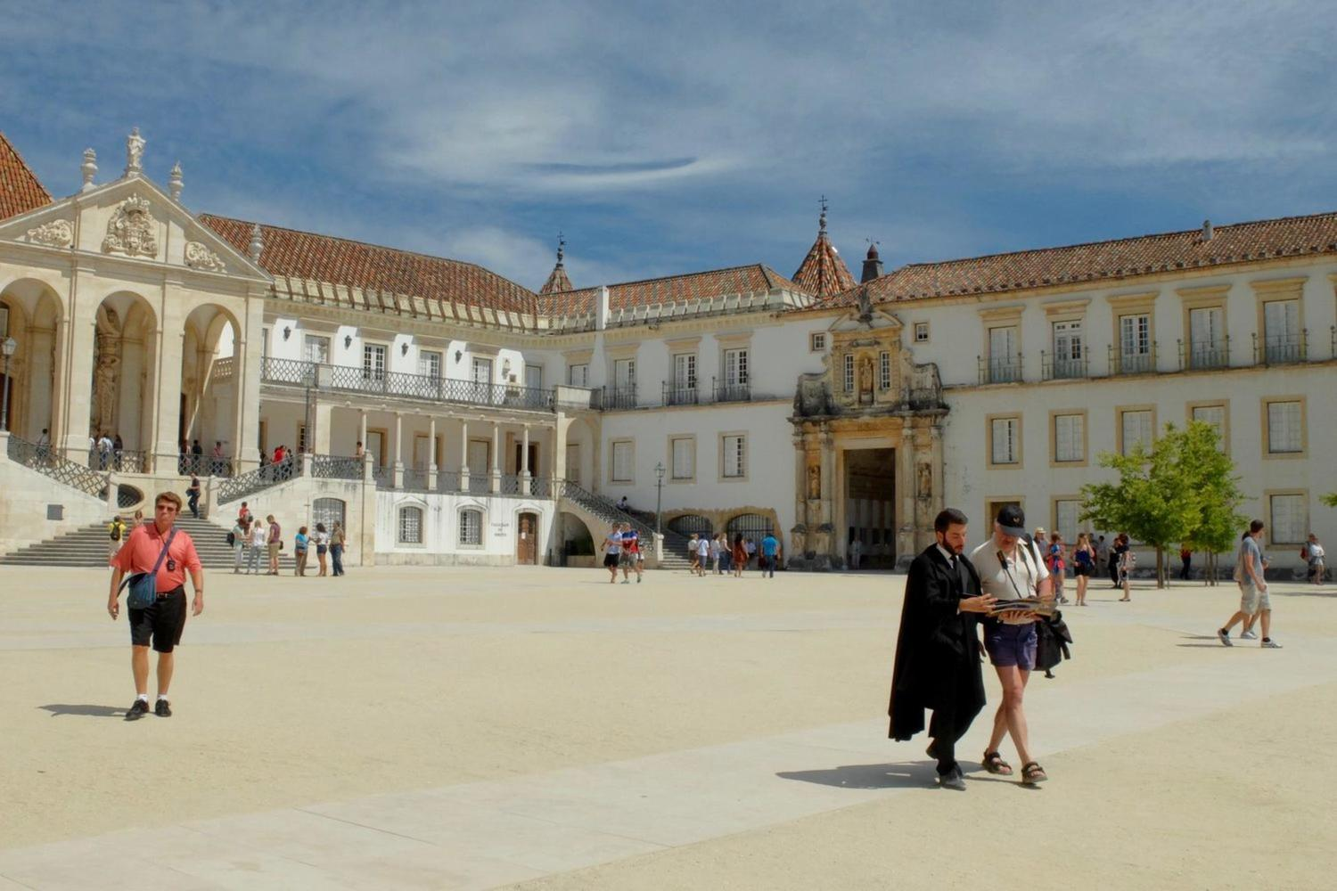 Coimbra student guiding a tourist in the University
