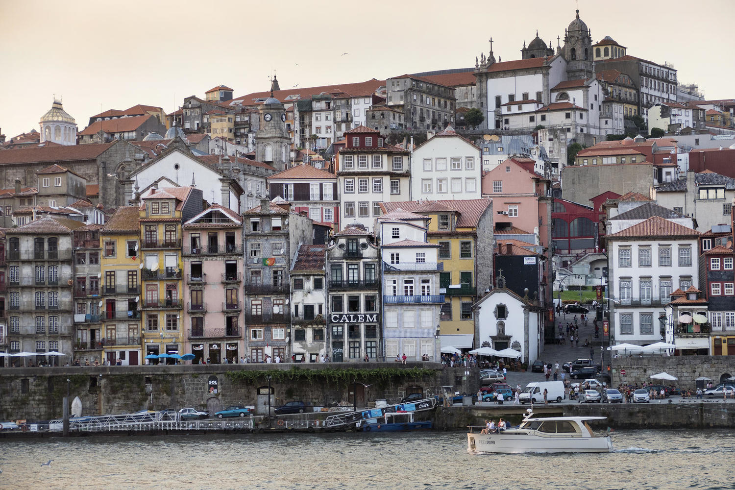 The riverside ribeira of Porto