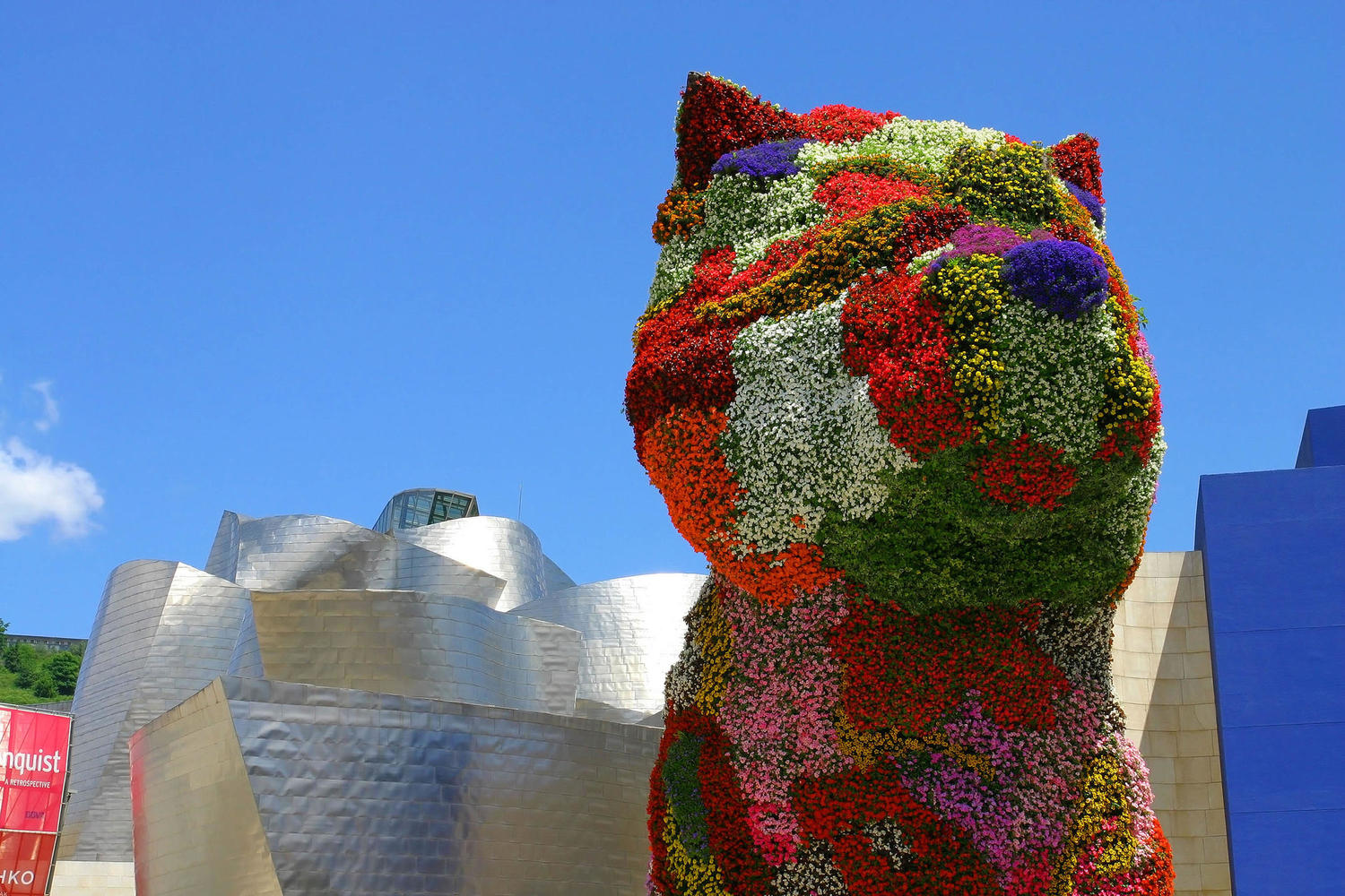 The Guggenheim's endearing flower dog on a sunny day