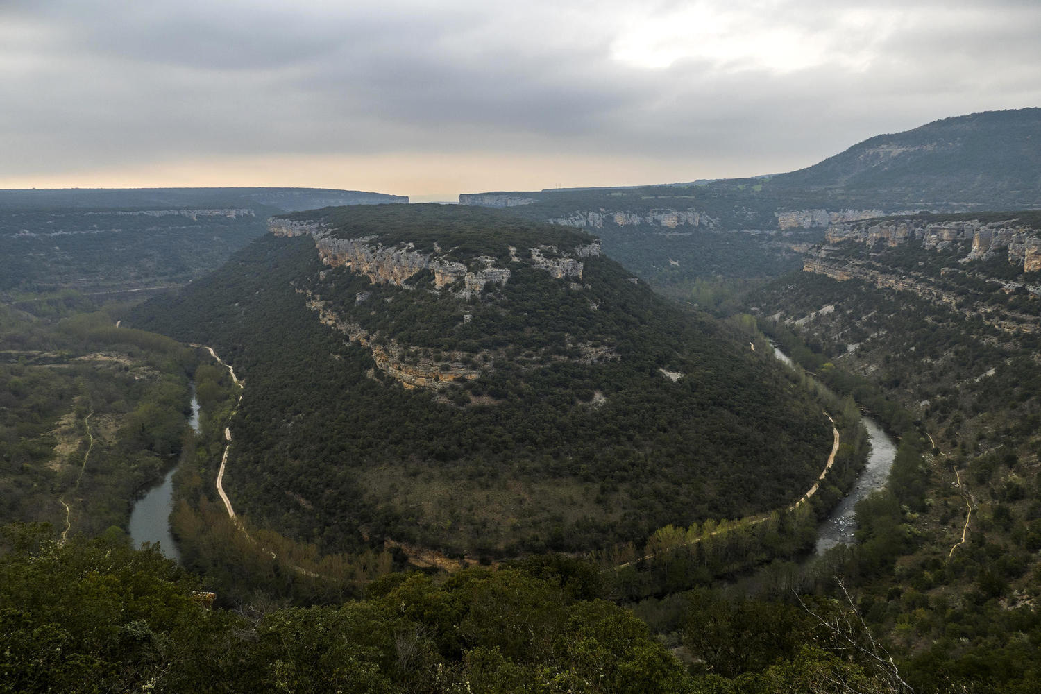 Great viewpoint over the canyon and waterway of the Ebro