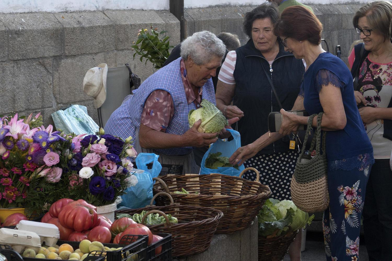 Women at Santiago de Compostela market