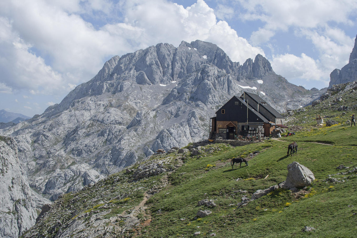 Collado Jermoso hut