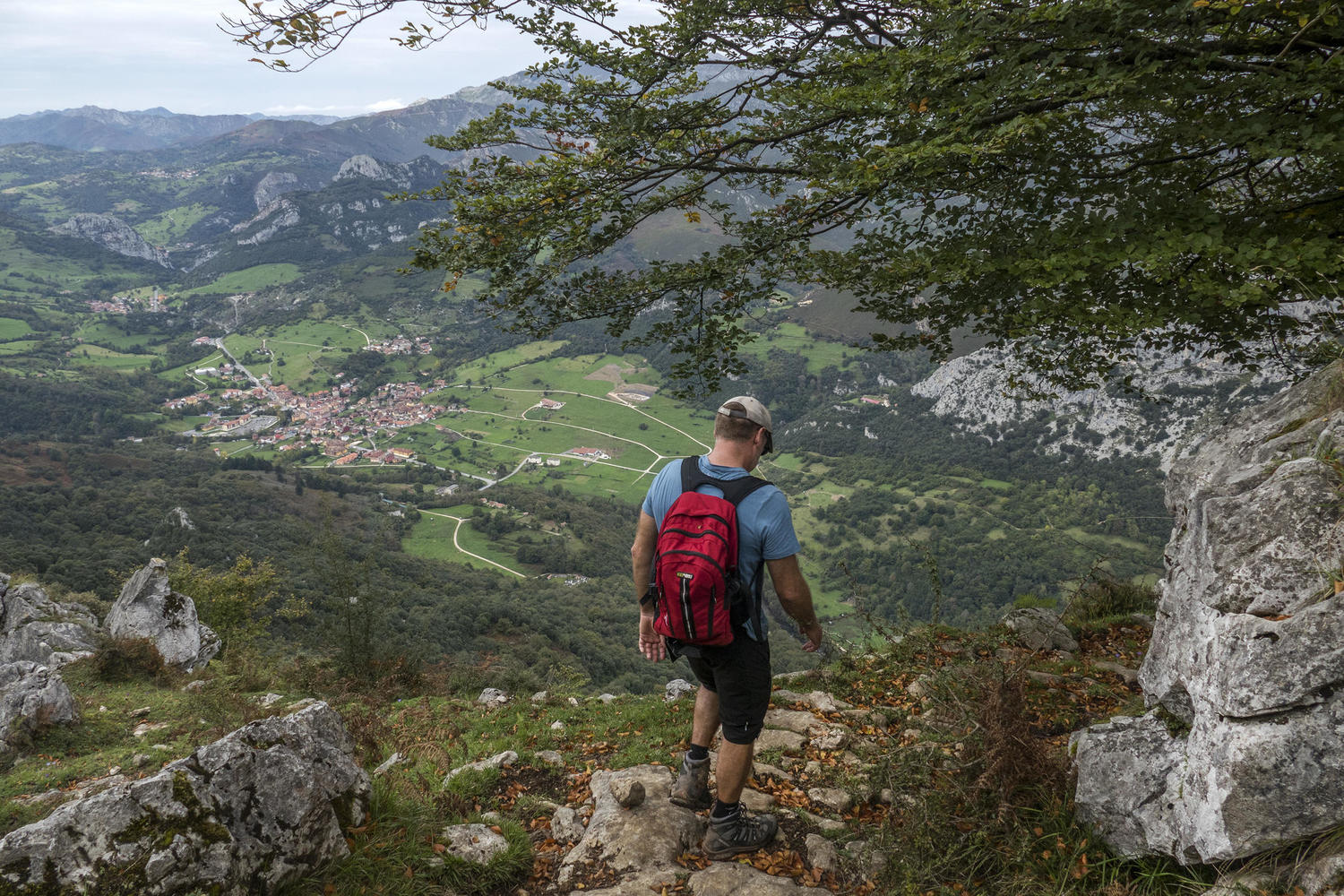 Hiking down along the Roman road of Caoru