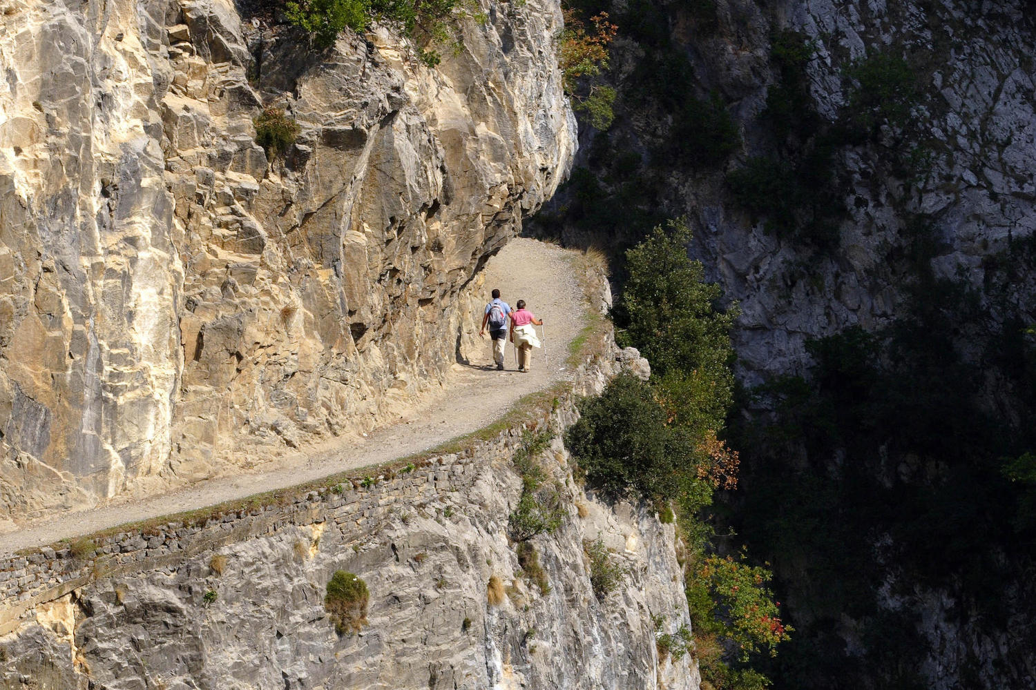 Unforgettable hiking along the single path of the Cares Gorge