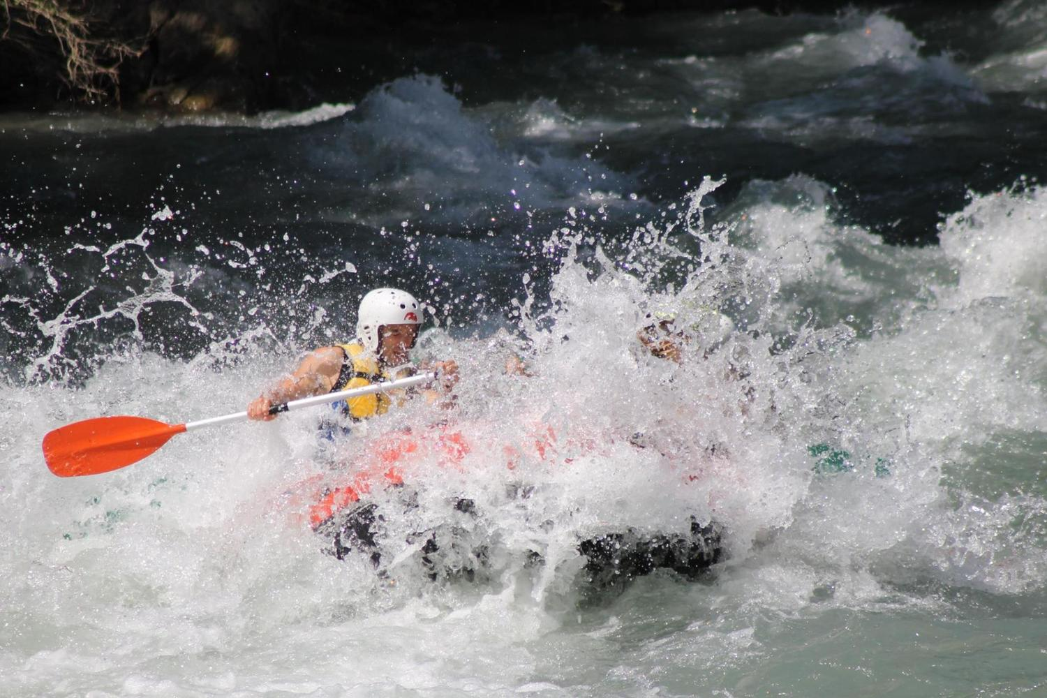 The hybrid sport of canoe-raft in the Pyrenees
