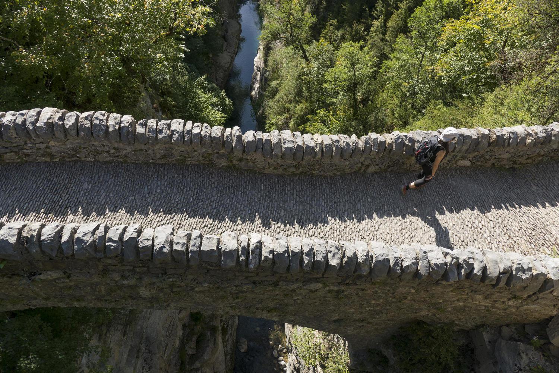 Crossing the Añiscola bridge, Ordesa