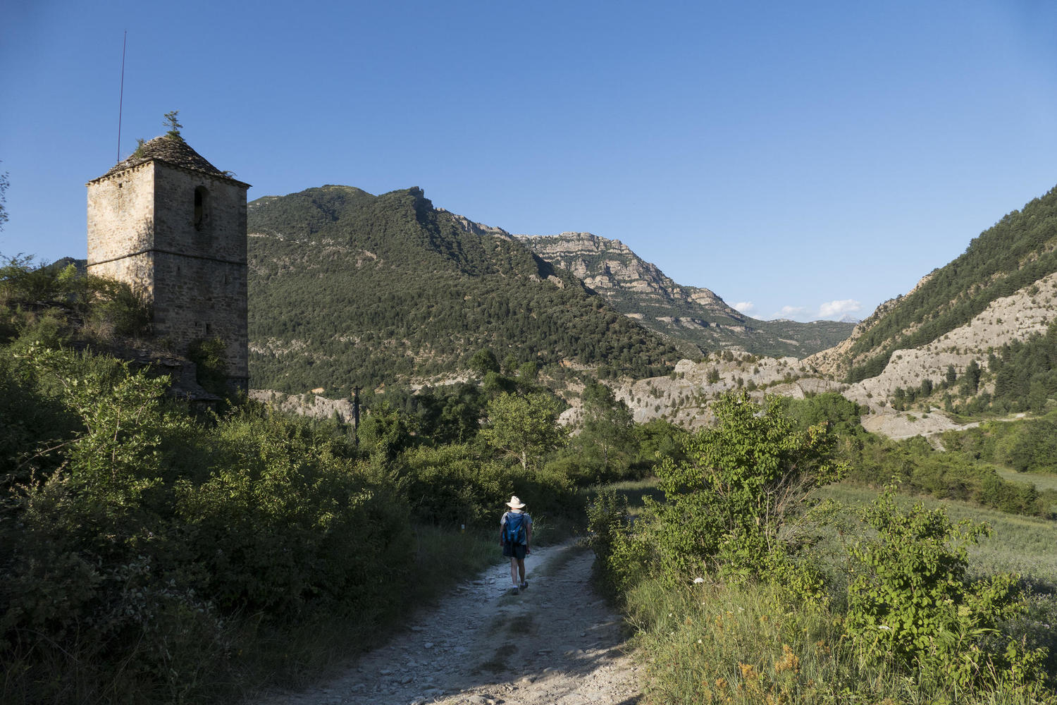 A hiker in Janovas, Ordesa