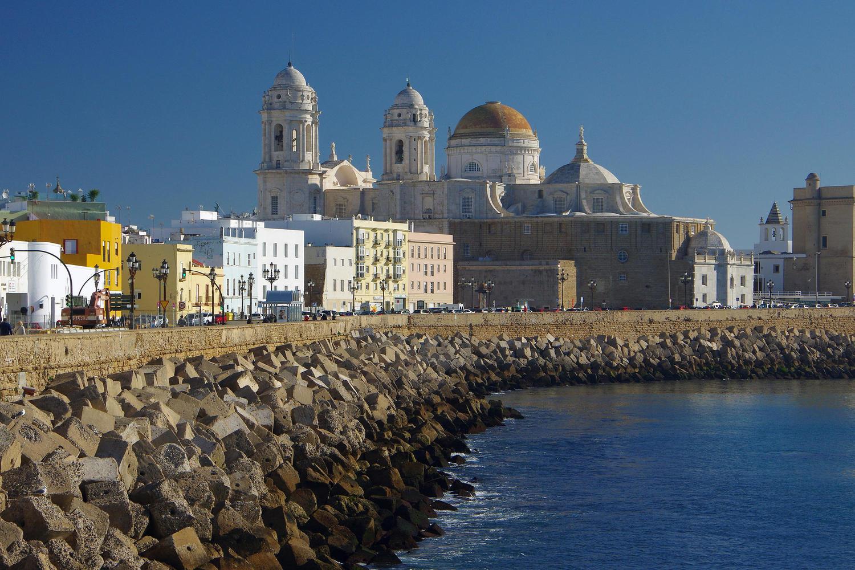 The emblematic seafront of Cádiz
