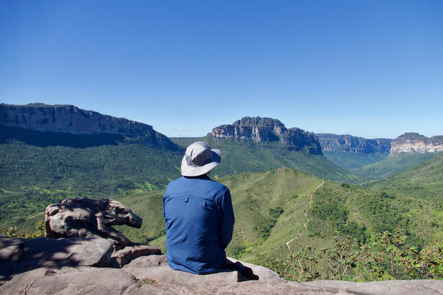 Brazil chapada diamantina man hat viewpoint