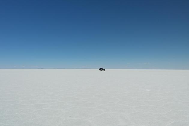 Bolivia uyuni salt flats distant jeep