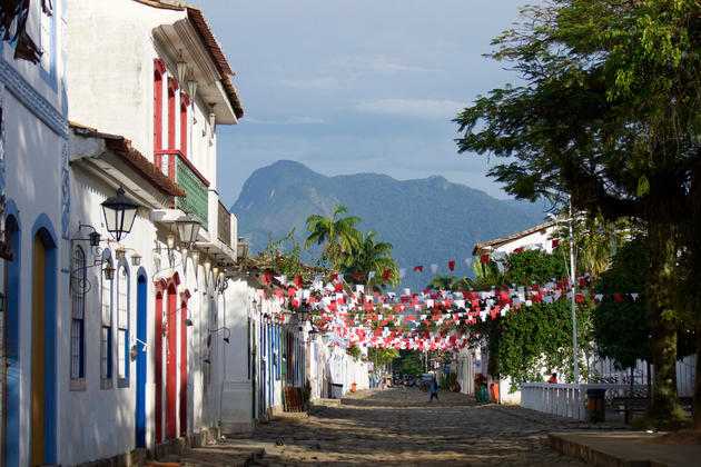 Brazil paraty bunting in main square copyright pura aventura thomas power