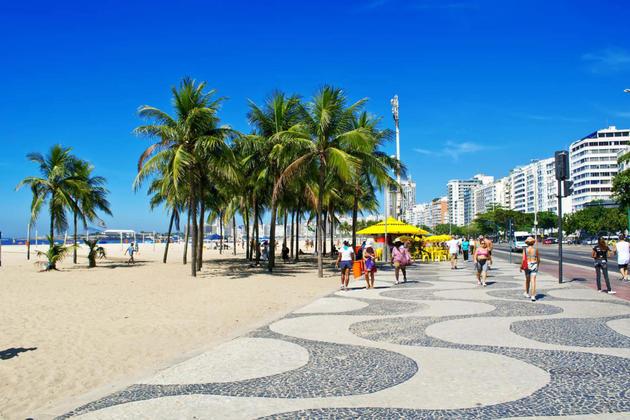 Brazil rio de janeiro people relax on sidewalk in copacabana catarina belova20180829 76980 h2zp5