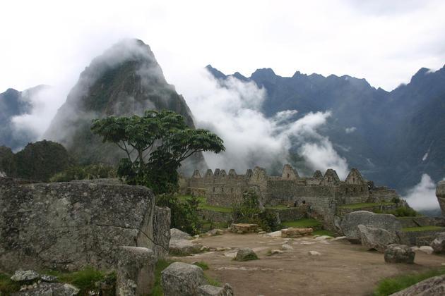 Peru inca trail to machu picchu misty forms of machu picchu 4