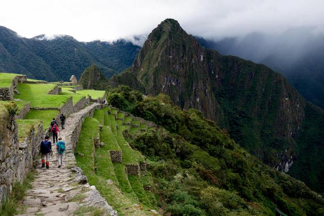 Peru machu picchu arriving from sun gate 120180829 76980 iy8v91