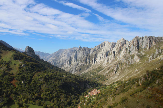 Spain picos de europa tielve village walk autumn