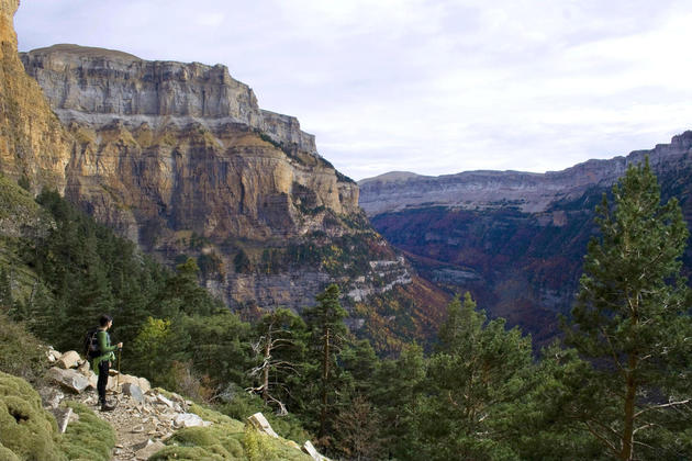 Spain pyrenees ordesa hiker c dmartin20180829 76980 i5hgxk