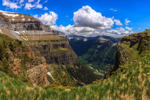 Spain pyrenees ordesa valley