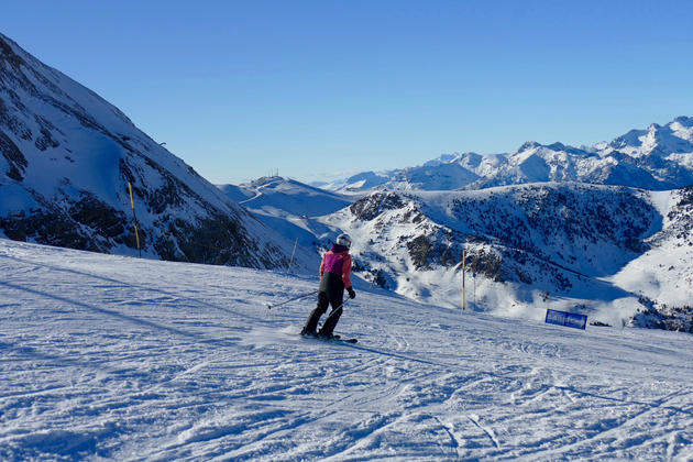 Spain pyrenees ski cerler skier gentle slope