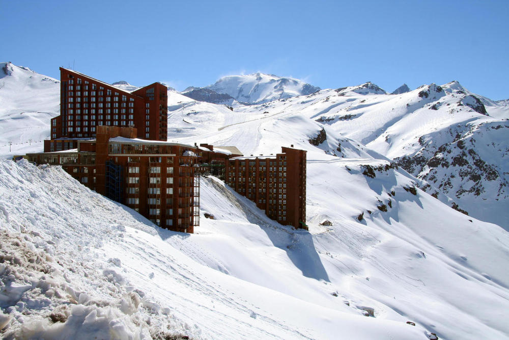 Chile andes ski valle nevado resort c celso diniz20180829 76980 3wb114