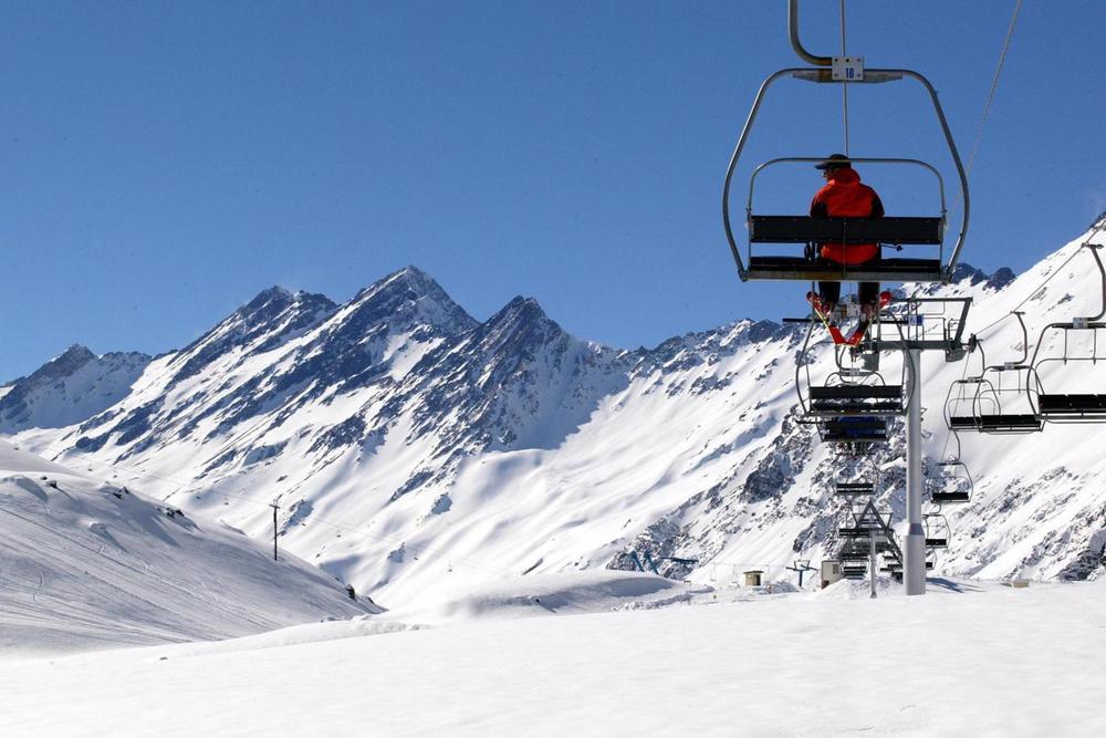 Chile ski portillo riding the lifts20180829 76980 1x29k4t