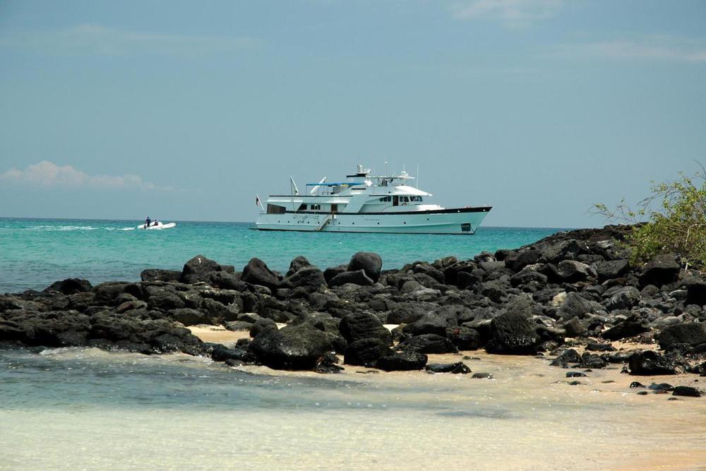 Ecuador galapagos islands beluga yacht20180829 76980 58z6um