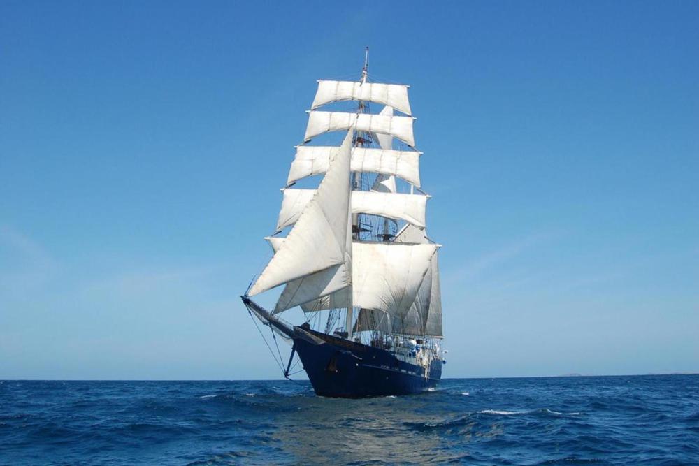 Ecuador galapagos islands mary anne yacht 220180829 76980 qptr17