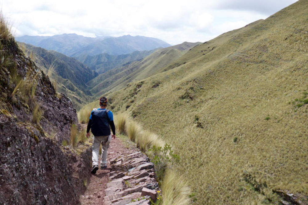 Peru cusco huchuy martin walking 120180829 76980 1t31cu3