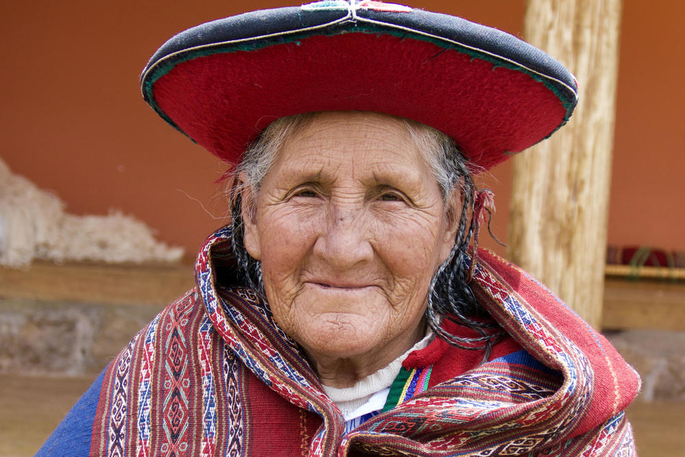 Peru sacred valley chinchero weaver old lady smiling