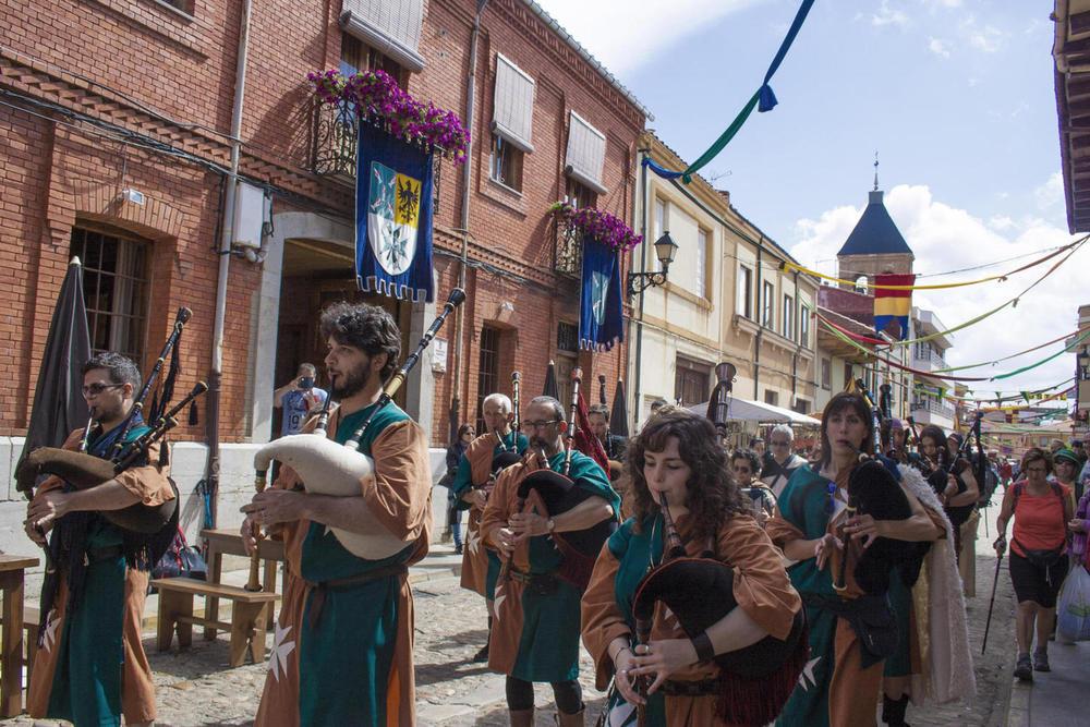 Spain camino orbigo pilgrims medieval celebration c dmartin20180829 76980 120mog4