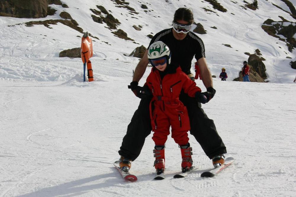 Spain pyrenees cerler jaime leading red child on slopes20180829 76980 qmkdhu