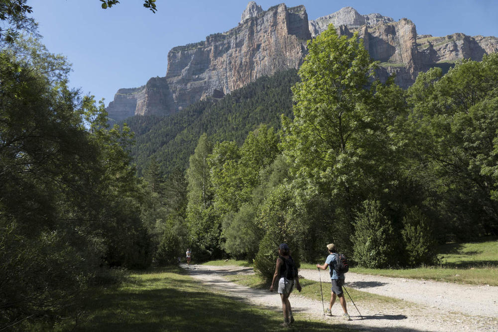 Spain pyrenees ordesa arriving to pradera20180829 76980 d4g0nw